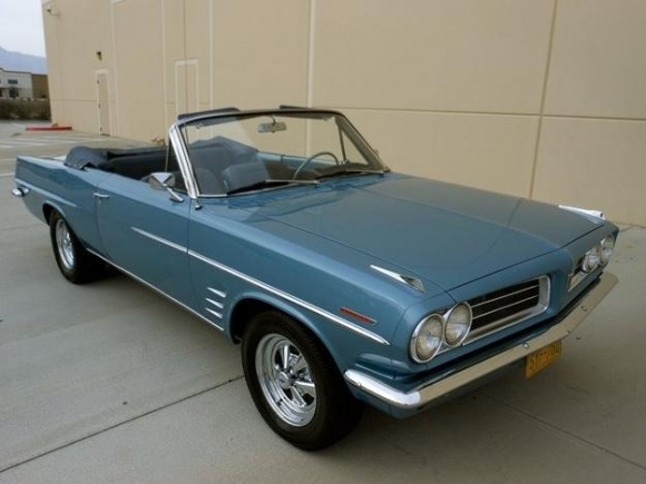 1963_Pontiac_Tempest_LeMans_Convertible_For_Sale_Front_resize