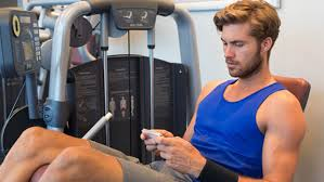 texting in gym